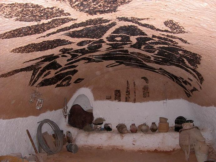 978 intérieur berbère troglodytique Matmata Tunisie.jpg
