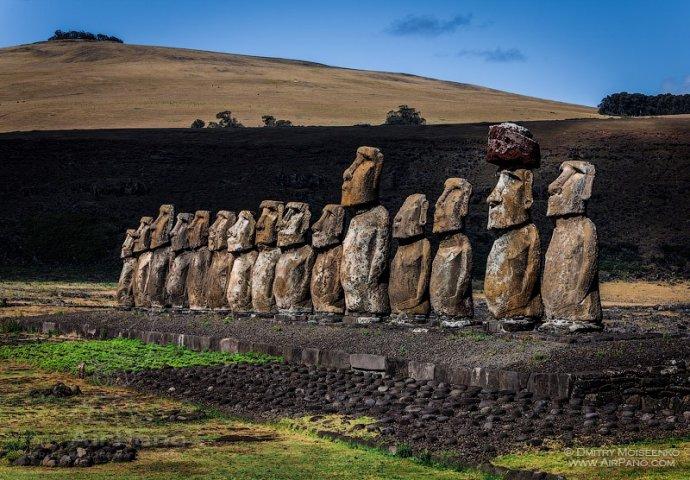 +591 mo'ai-stone-statues IXe et le XVIIe s Île de Pâques  Chili.jpg