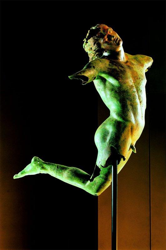 574b  art grec Satyre dansant de Mazara del Vallo,Sicile IV s av notre ère.jpg