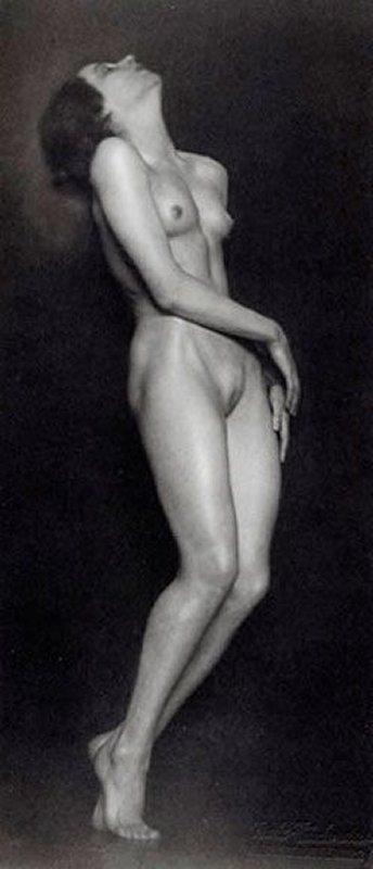 +++Trude Fleischmann – Nude study of the dancer Claire Bauroff, Vienna, 1925.jpg