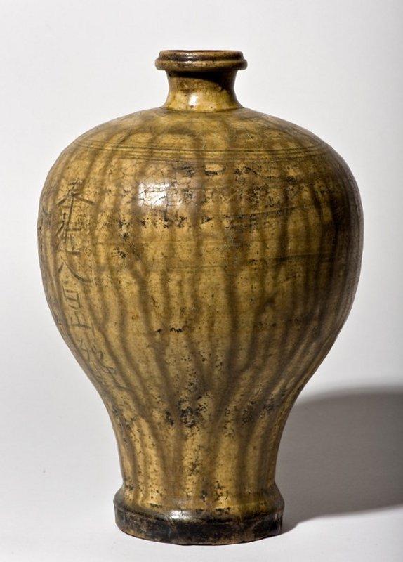 +2659b ko seto Kamakura Vase meiping form from 13th. century Japan.jpg