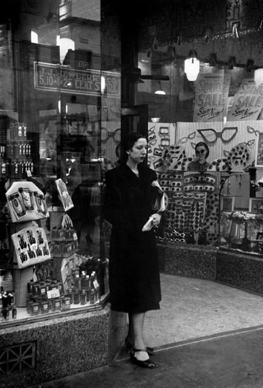 +1096 Henri Cartier-Bresson     Los Angeles      1947.png