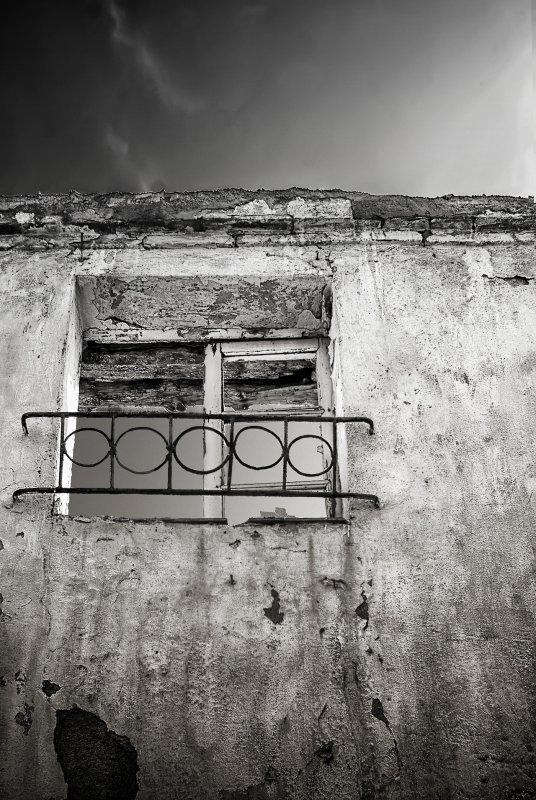 +597 Juan Manuel Saenz De Santa María, Silence at her window 2013.jpg