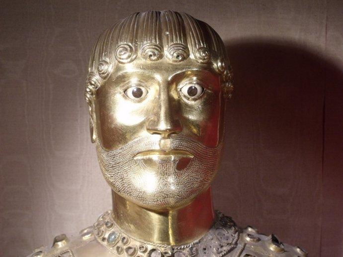 692 Buste reliquaire de Saint Baudime détail XIIe siècle Eglise de Saint-Nectaire.jpg