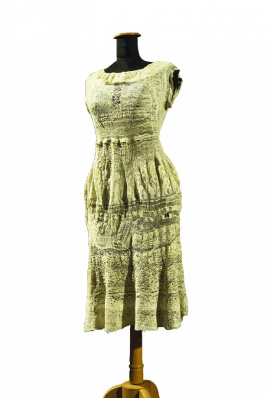 +745 Marguerite Sir, sans titre, entre 1944 et 1955 robe, dentelle réalisée à l'aiguille art brut.png