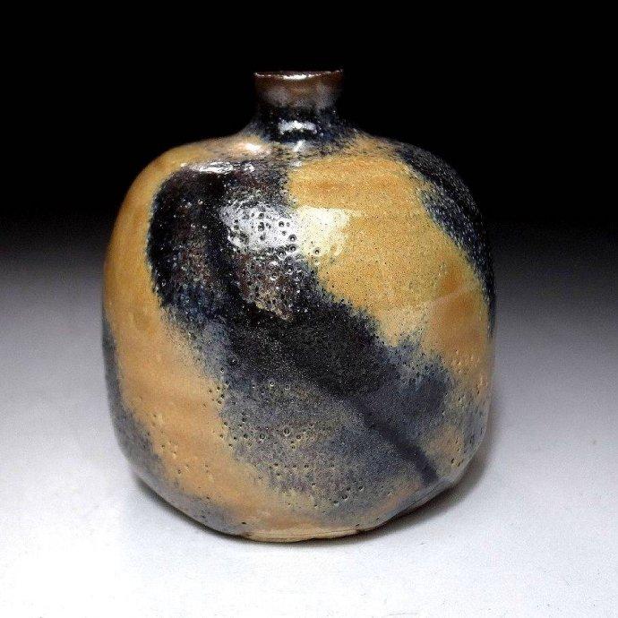 +2659b Japanese Small Vase, Seto ware by  13th Kozaemon Yamaguchi  c. 1980.jpg