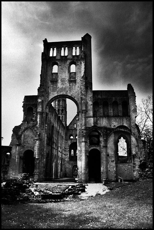 +977 Nel abbaye de Jumièges.jpg