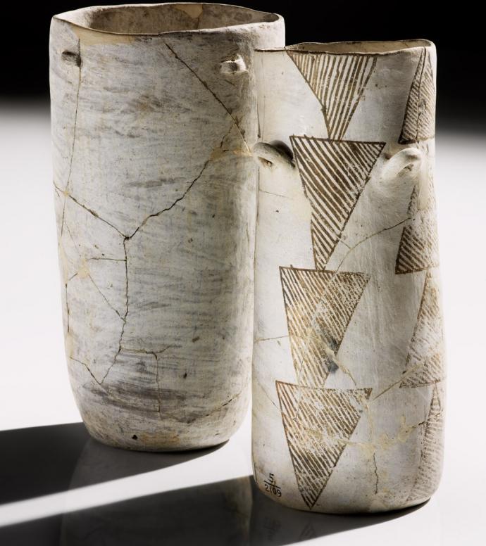 917 Culture pueblo Ancestral Pueblo jars  AD 900–1130Pueblo Bonito, Chaco Canyon, New Mexico.jpg