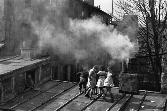 +1087 Edouard Boubat Children playing on a roof, Ménilmontant. Paris, 1952..jpg
