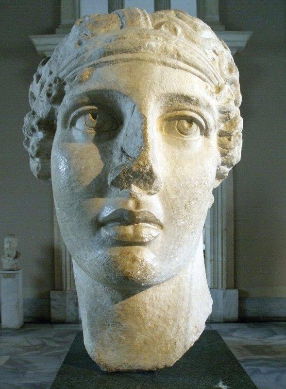 +682 Tête de la poétesse Sappho Copie romaine d'après un original hellénistique.jpg