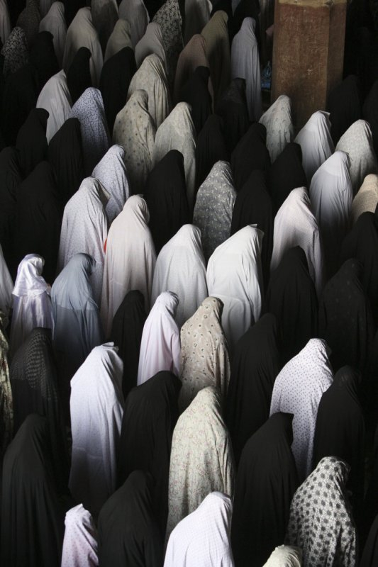712 Vahid Salemi Iranian women perform their Friday prayer - Isfahan.jpg