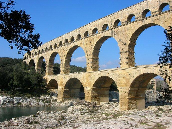 724b Pont du Gard vers 50.jpg