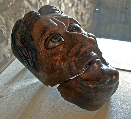 1002 Jean Dubois ou Florentin Lusson -  Papotier provenant de l'église Notre-Dame d'Avénières, près de Laval 1590.jpg