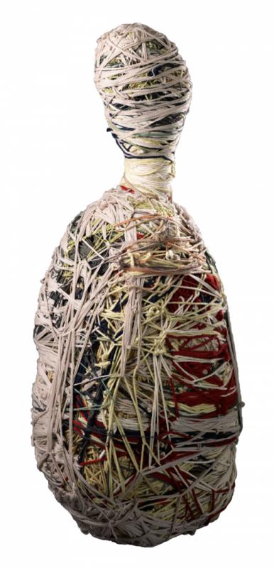 702 Judith Scott sans titre 1994 sculpture de fils de laine et matériaux divers.png