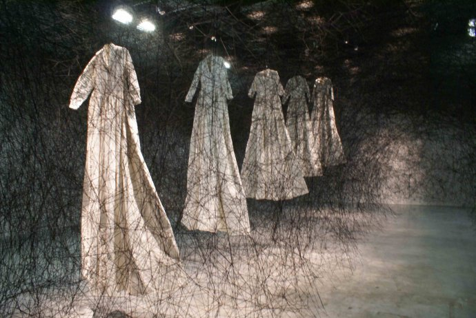 809 Chiharu Shiato After the Dream [La Maison Rouge, Paris] 2011.jpg