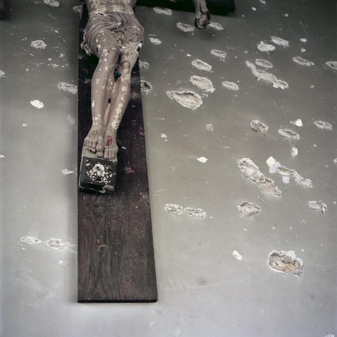+ 2821 Katharine Cooper serie Aleppo mon amour 2017 crucifix-with-bullet-holes-30x30.jpg