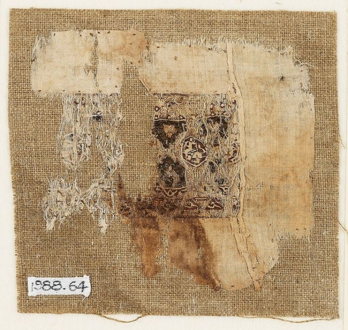 +2752 egyptian textile fragment, around 11th century.jpg